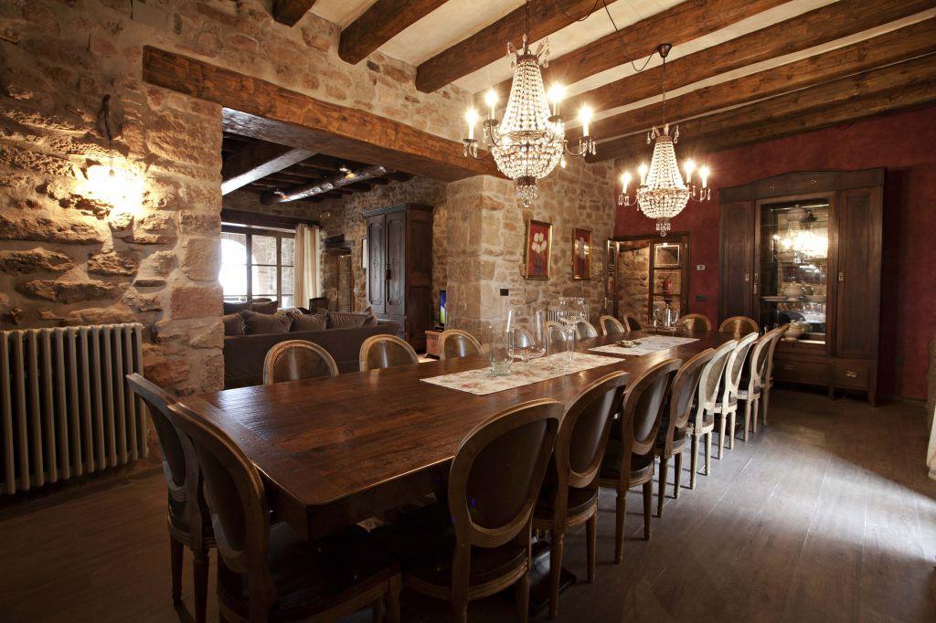 Casa rural con encanto cirera d 39 avall for Comedor 12 personas chile